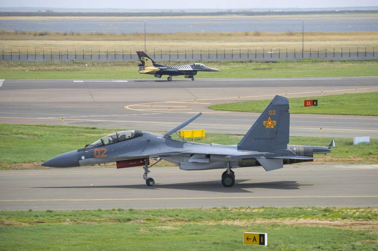 Су-30СМ военно-воздушных сил РК и F-16 ВВС Турции