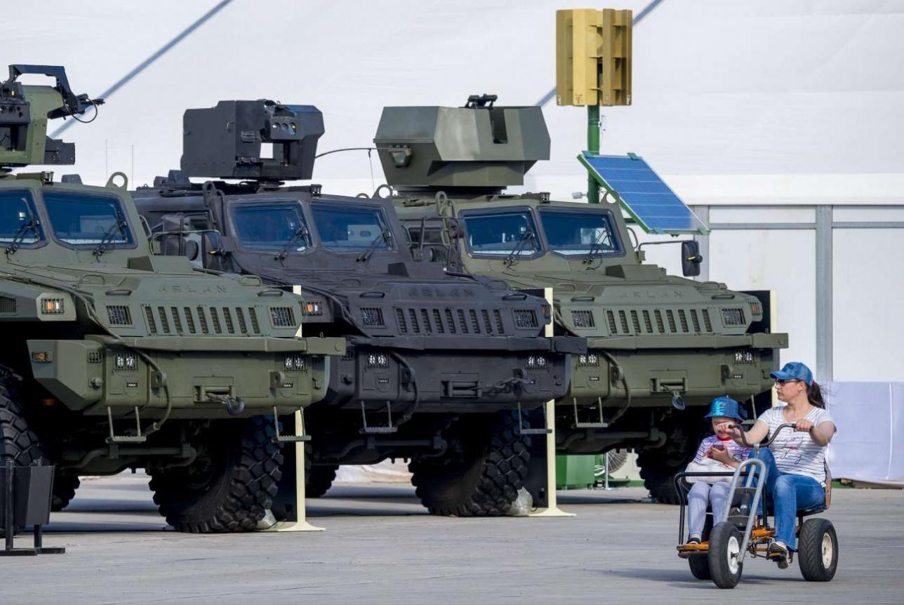 КPE выпускает несколько модификаций бронеавтомобиля