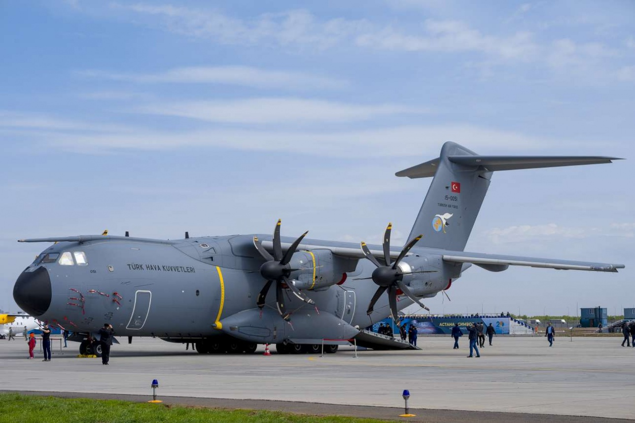 Новейший военно-транспортный самолёт А400М военно-воздушных сил Турции на статике