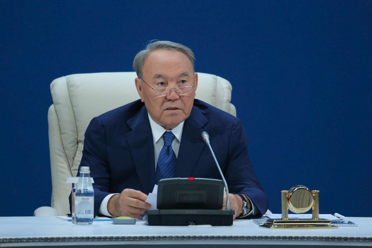 "Нурсултан Назарбаев на заседании партии ""Нур Отан"""