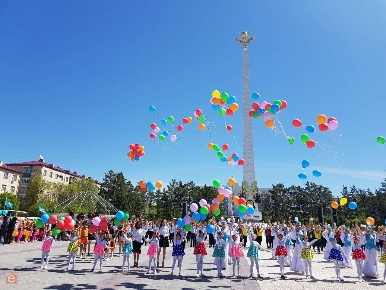 Музыкальное шествие в Караганде