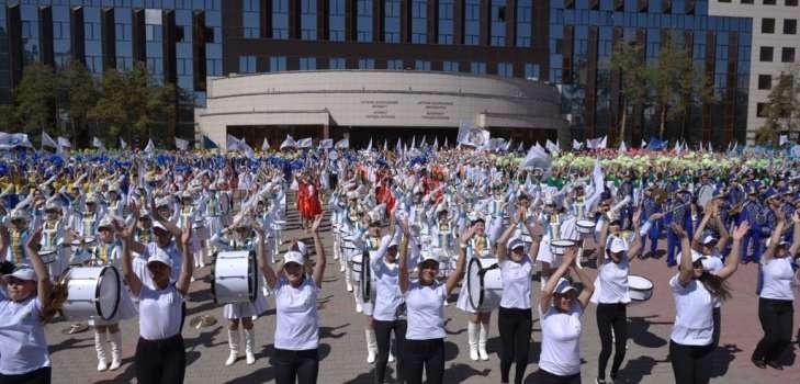 Парад ко Дню защиты детей в Астане