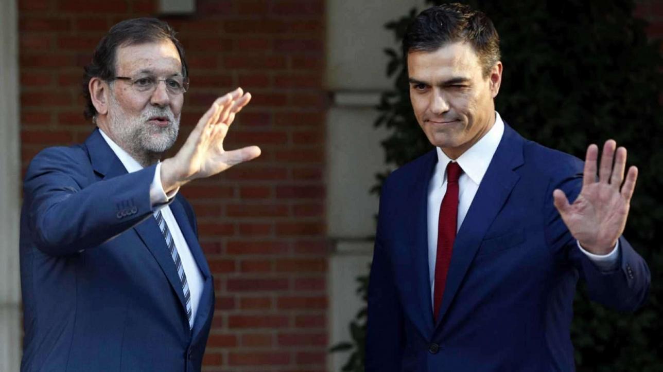 Экс-премьер мариано Рахой (слева) и новый премьер Педро Санчес (справа)