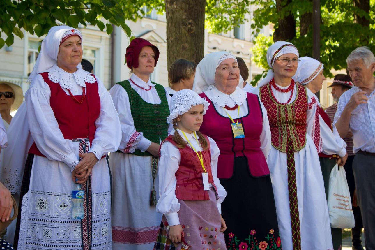 Жители Вильнюса в национальных костюмах
