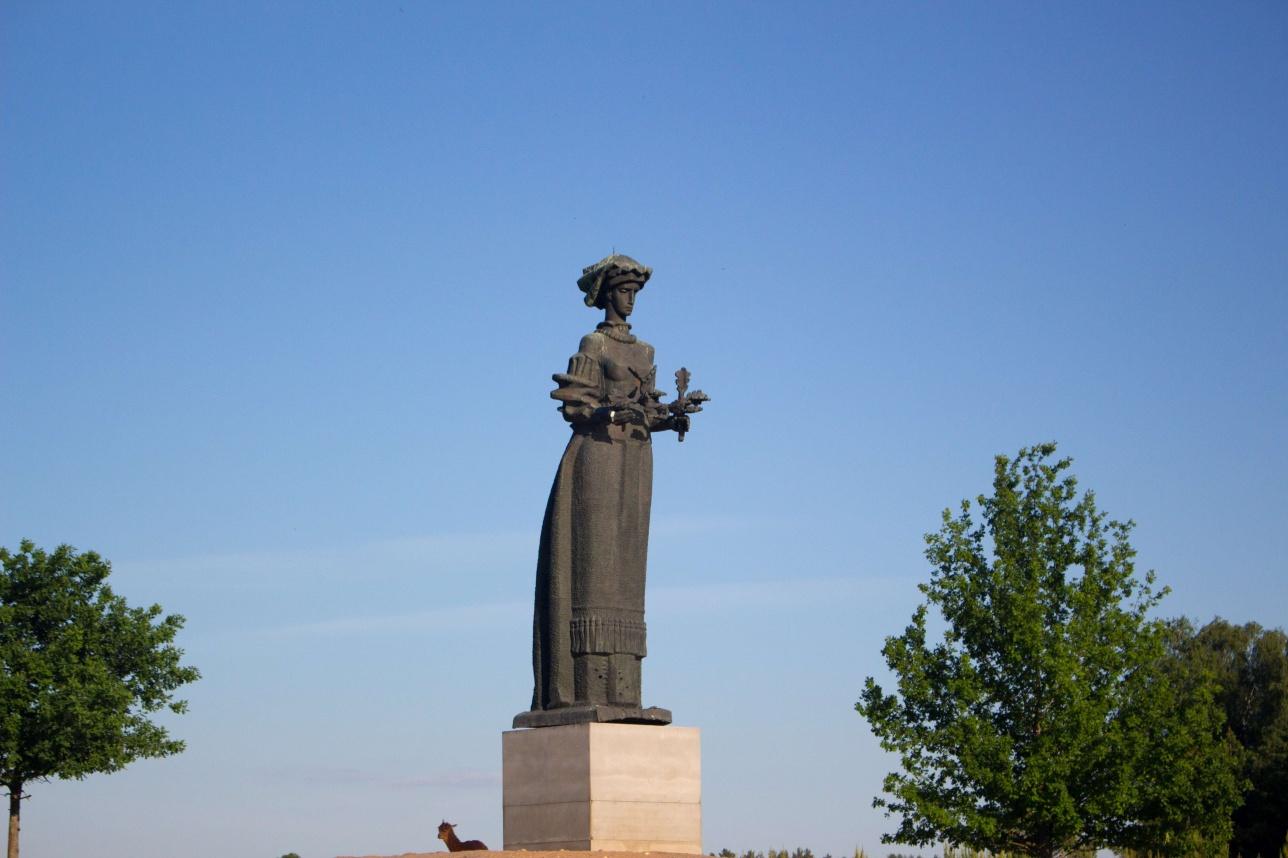 """Литовский аналог статуи """"Родина-мать"""""""