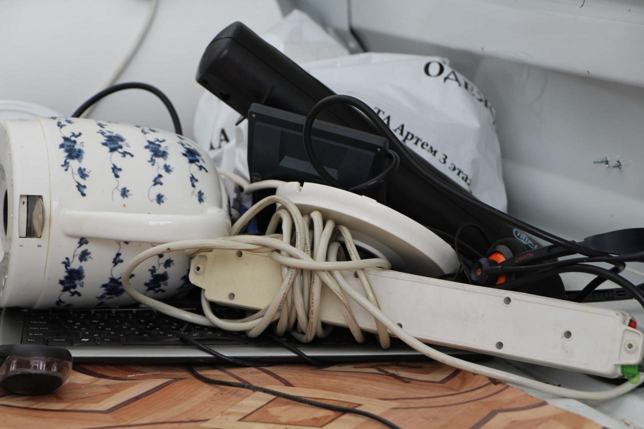 Астаналықтардың тапсыруға әкелген жарамсыз тұрмыстық заттары ішінде шәйнектен бастап компьютердің пернетақтасына дейін бар