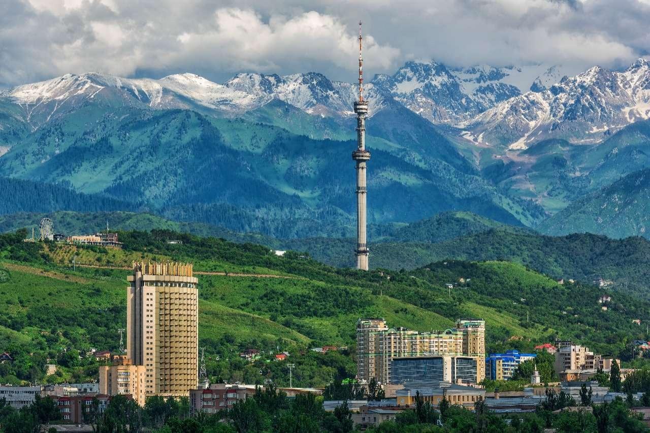Всё больше туристов приезжают в Алматы