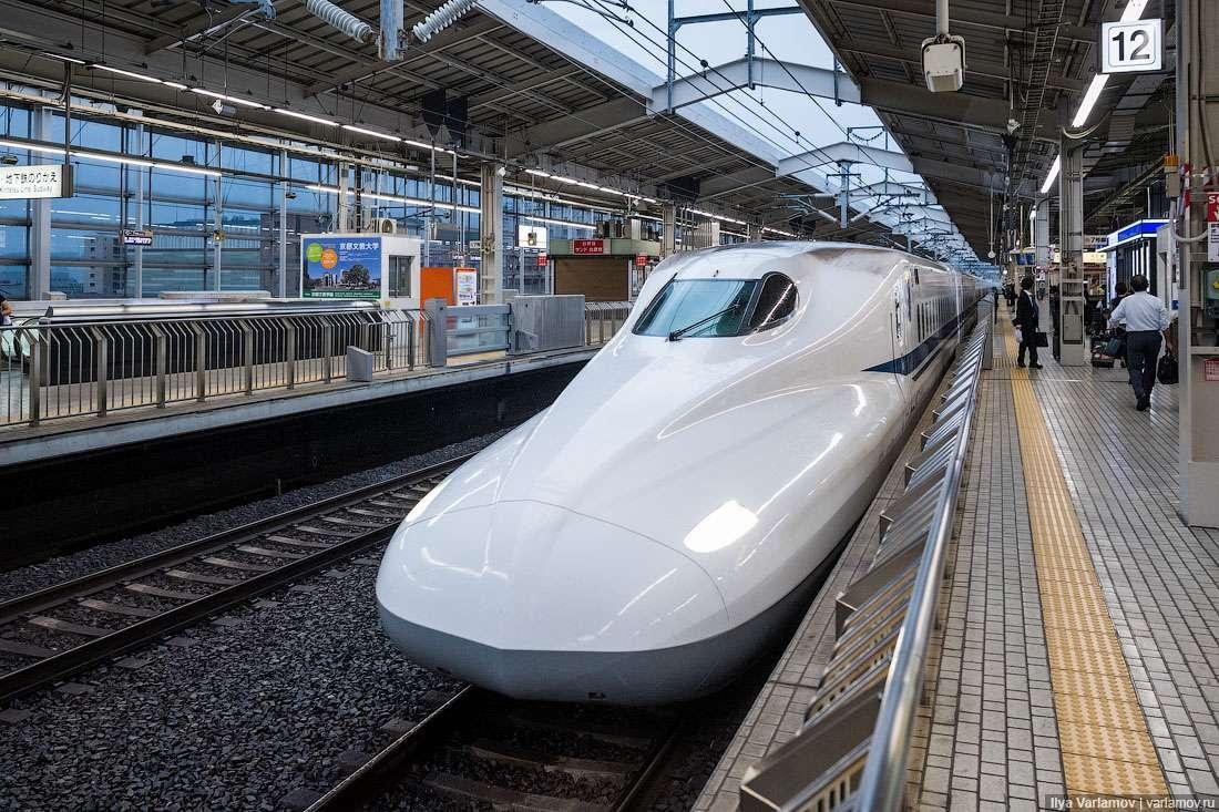 """Поезд """"Синкансэн"""""""
