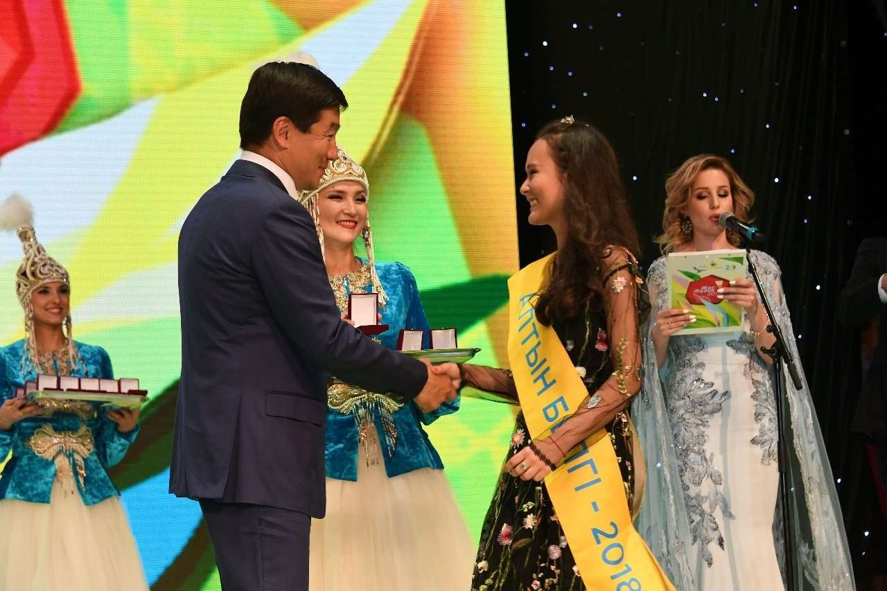 Бауыржан Байбек поздравил выпускников Алматы