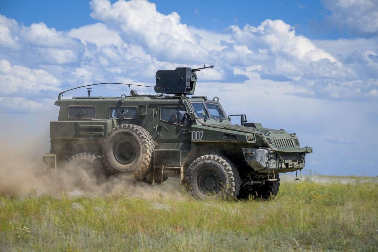 Бронеавтомобили казахстанской сборки активно осваиваются на Востоке