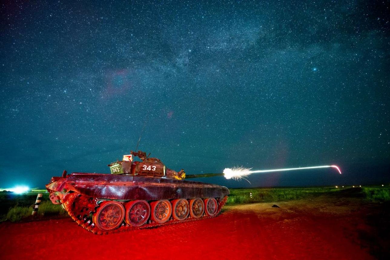 Ночная стрельба нештатным снарядом из 125-мм орудия