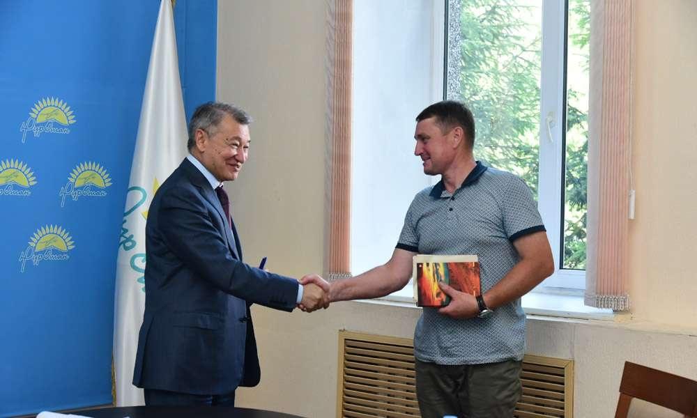 Даниал Ахметов пообещал помочь многодетной семье из Семея