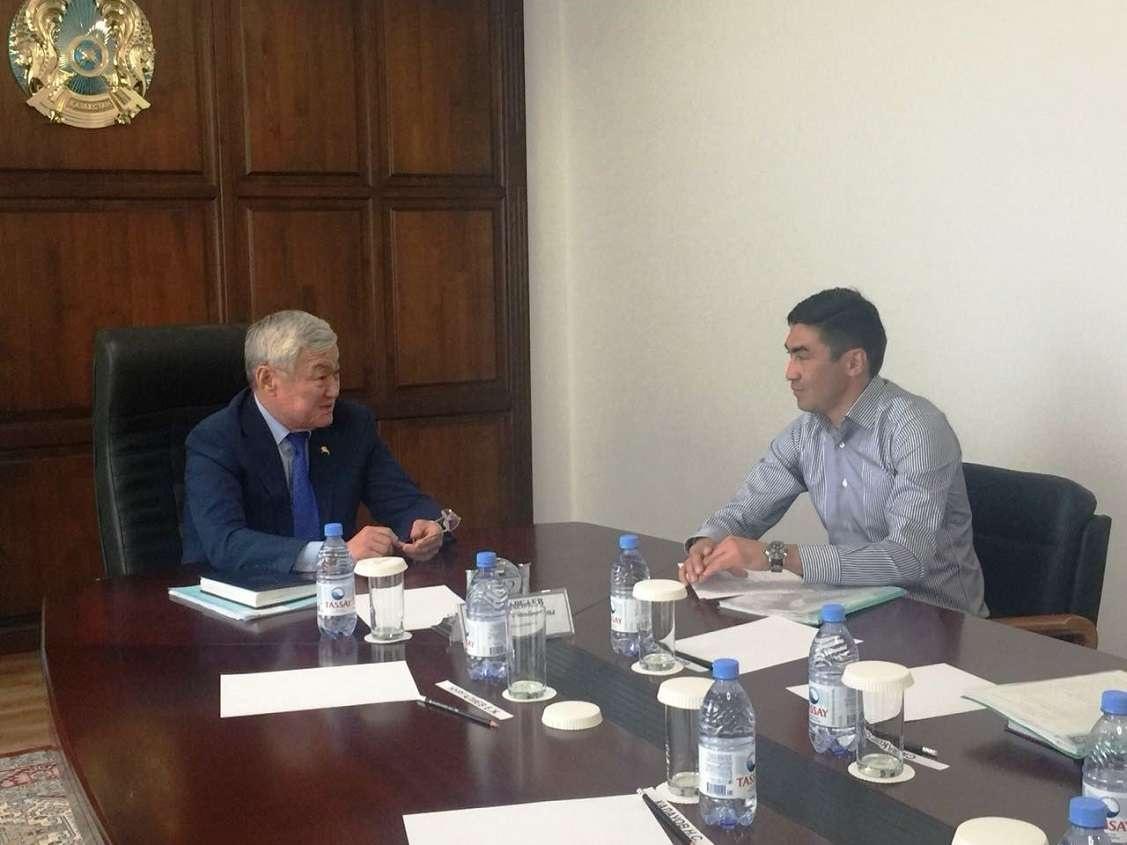 Самат Смаков сообщил акиму области, что команда набрала хорошие темпы и играет в тот футбол, который привыкли видеть актюбинские болельщики