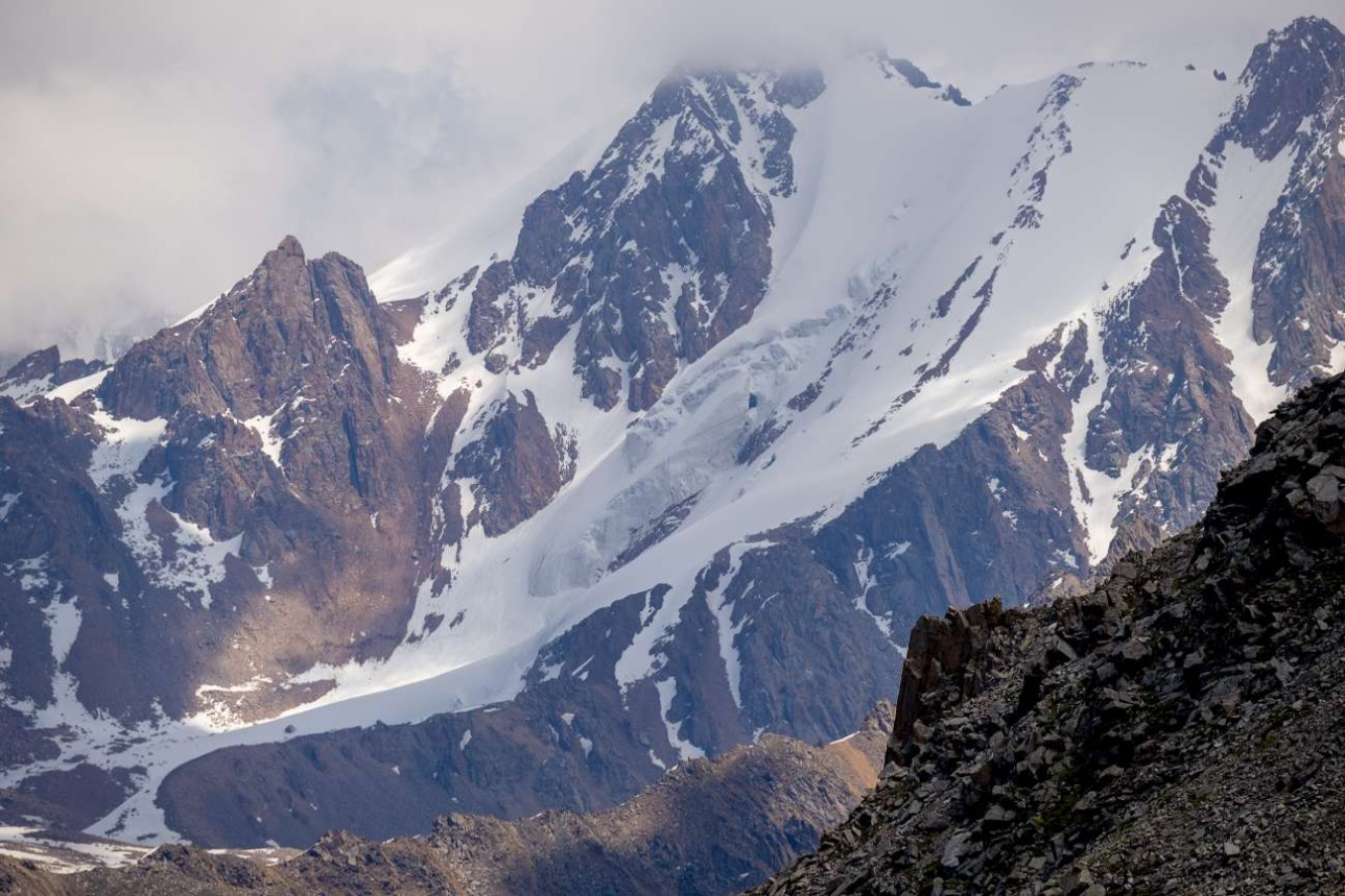 Ледники в Заилийском Алатау начинаются на высотах от 3500 метров над уровнем моря