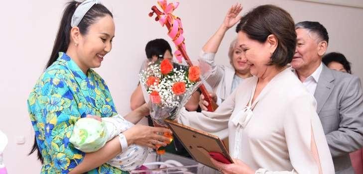 Первые подарки получили пациенты перинатального центра №3