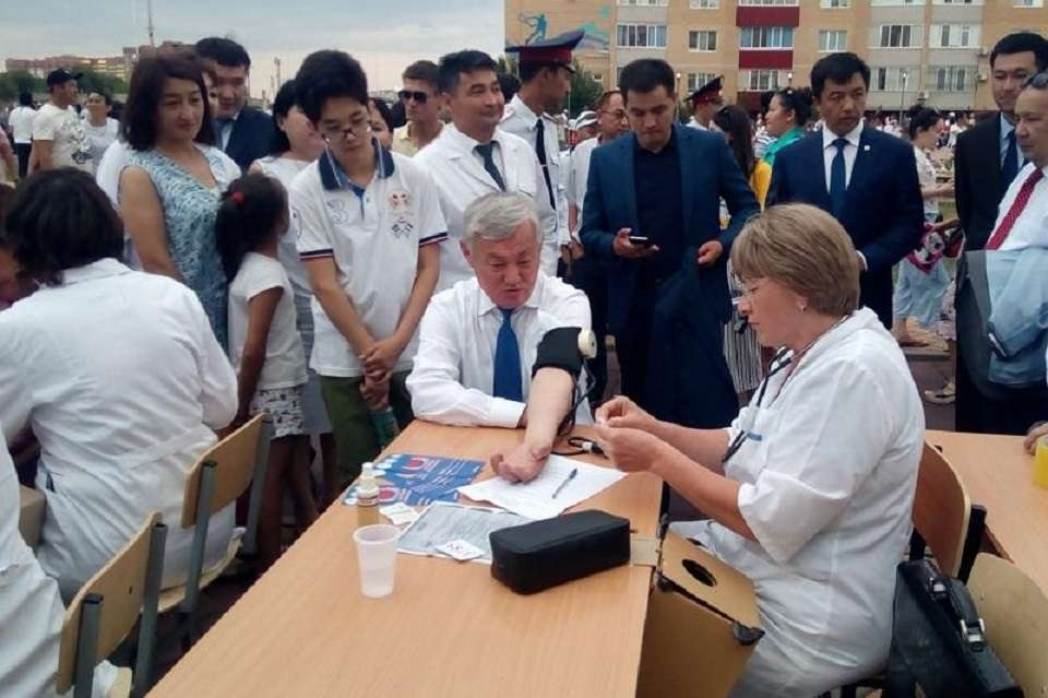 Воспользовался услугами медиков и аким области Бердыбек Сапарбаев