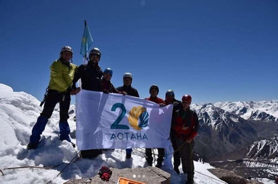Участники восхождения передали эстафету всем алматинцам