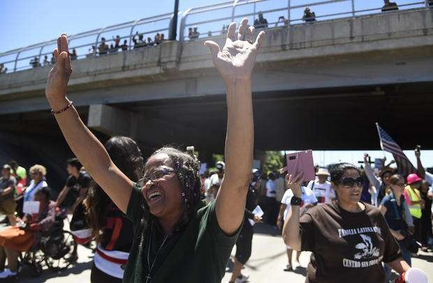 Люди, пришедшие на митинг, призвали ужесточить законы в отношении оборота оружия в США