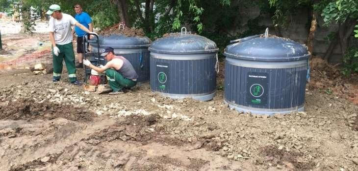 В Астане начали установку углубленных контейнеров для мусора