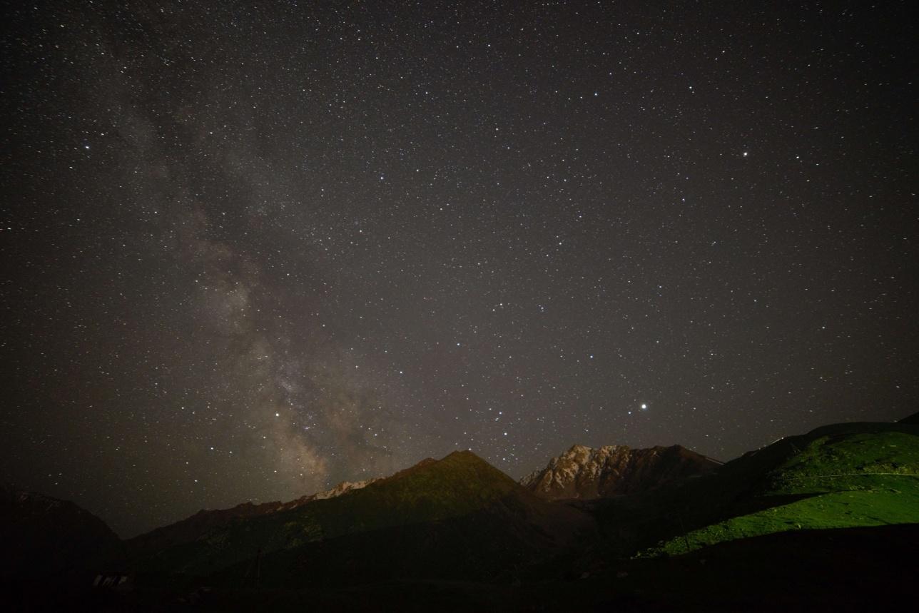 Млечный пусть над Тянь-Шаньской астрономической обсерваторией