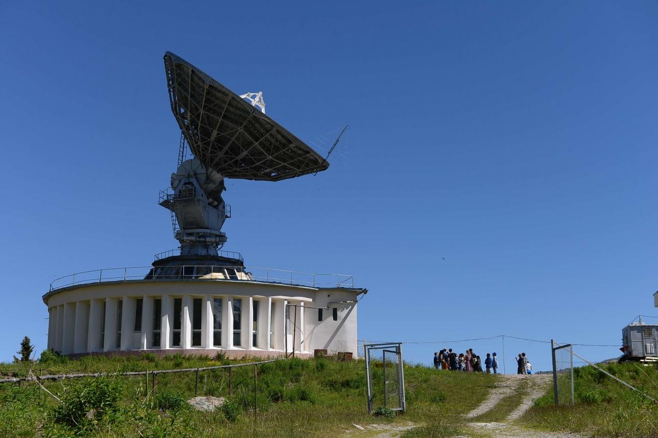 """Радиополигон """"Орбита"""" держит связь со низкопролётными спутниками. Имеет мощнейшее усиление, как один из запасных пунктов связи со спутниками с мощным усилением, с 12-метровой антенны."""