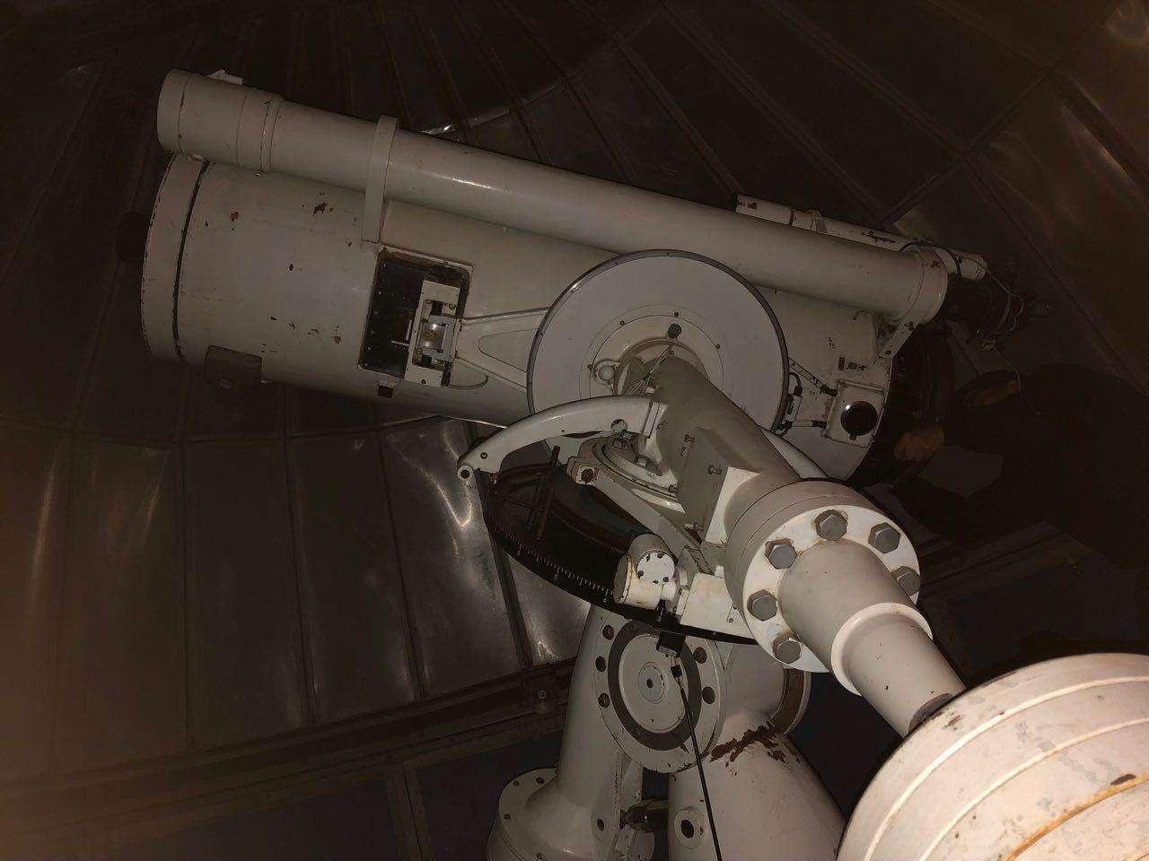 Один из телескопов в Тянь-Шаньской астрономической обсерватории