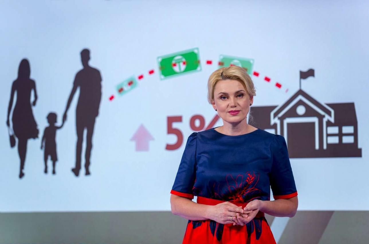 Редактор-ведущий Наталья Райм в новой студии
