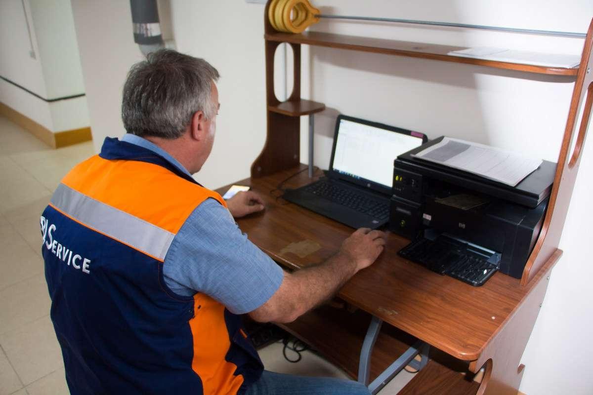 В специальной комнате отдыха установлены ноутбук и принтер