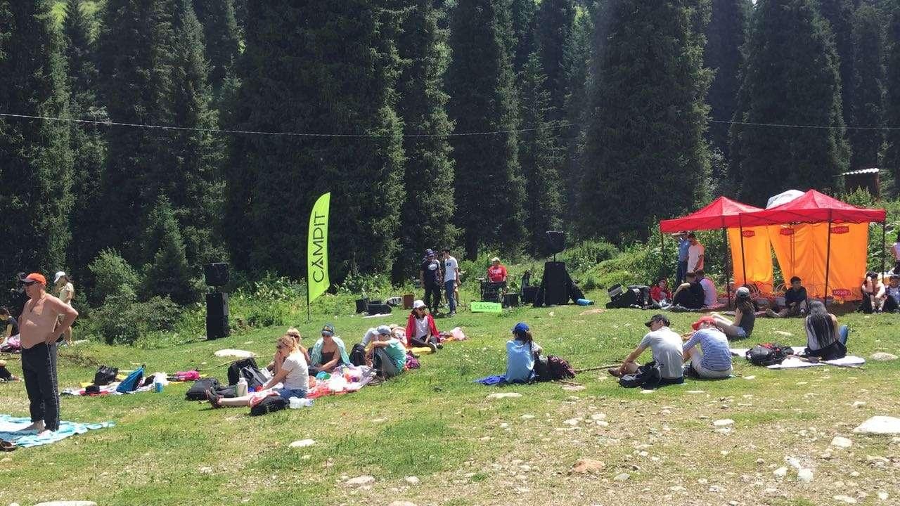 Большой алматинский субботник провели в Бутаковском ущелье