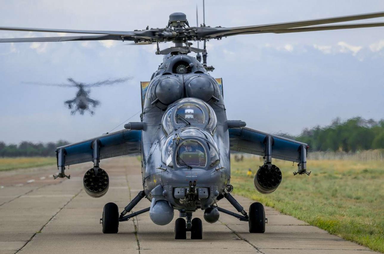 Пара Ми-35М прибывает на аэродром Жетыген