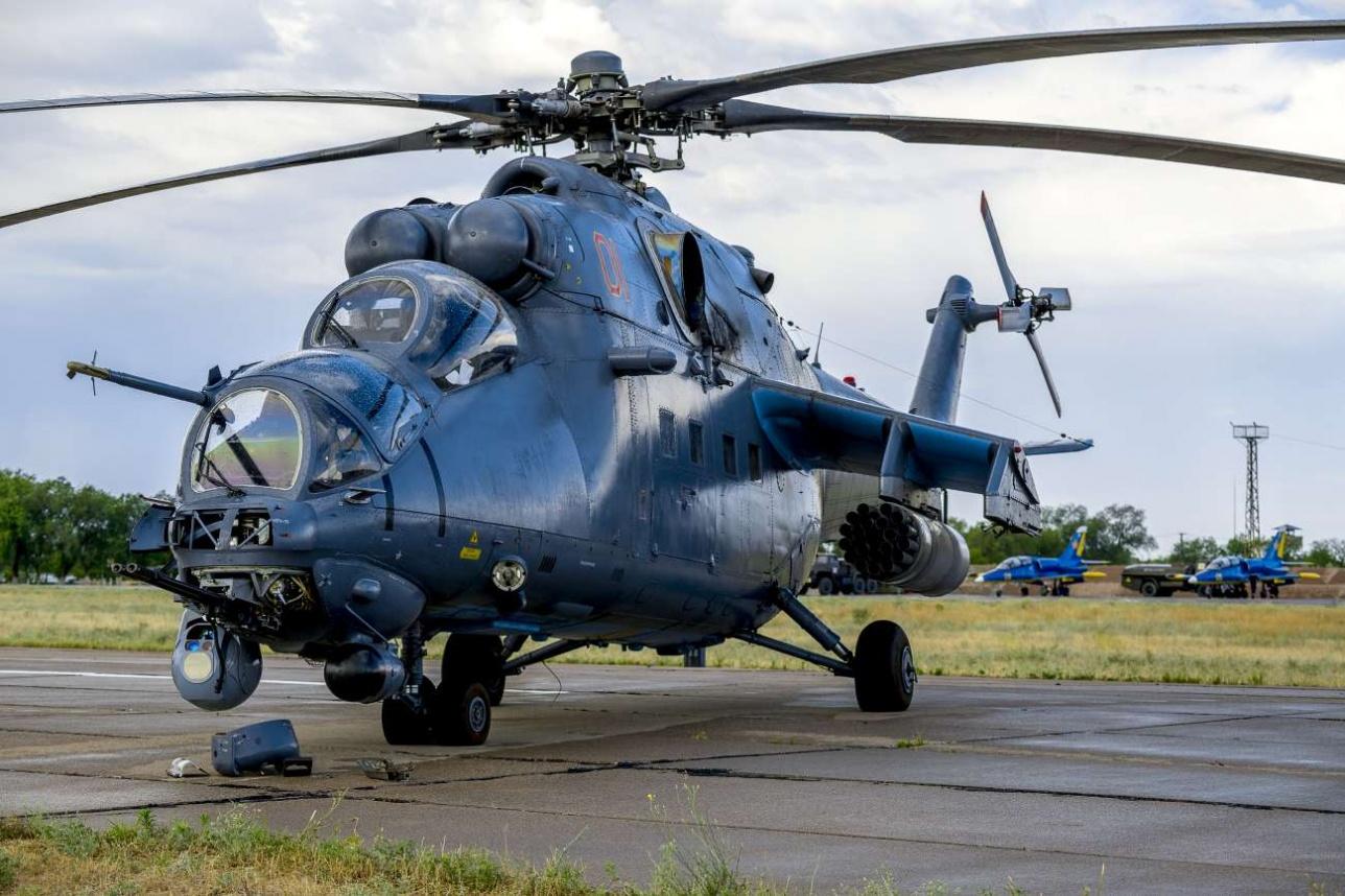 Ми-35М готовят к учебно-боевому вылету