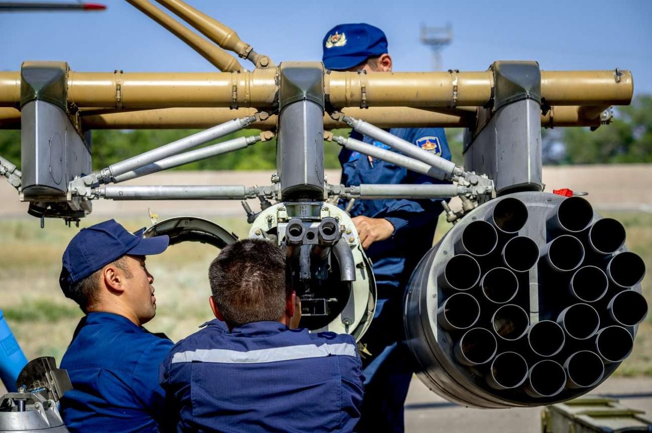 Во время первых двух заходов производится стрельба ракетами, затем экипаж стреляет из пушки ГШ-23