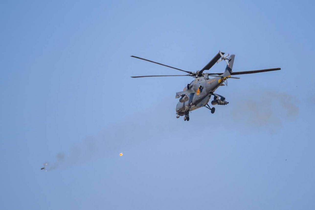 """Ми-35М стреляет противотанковой ракетой 9К113 """"Штурм-В"""""""