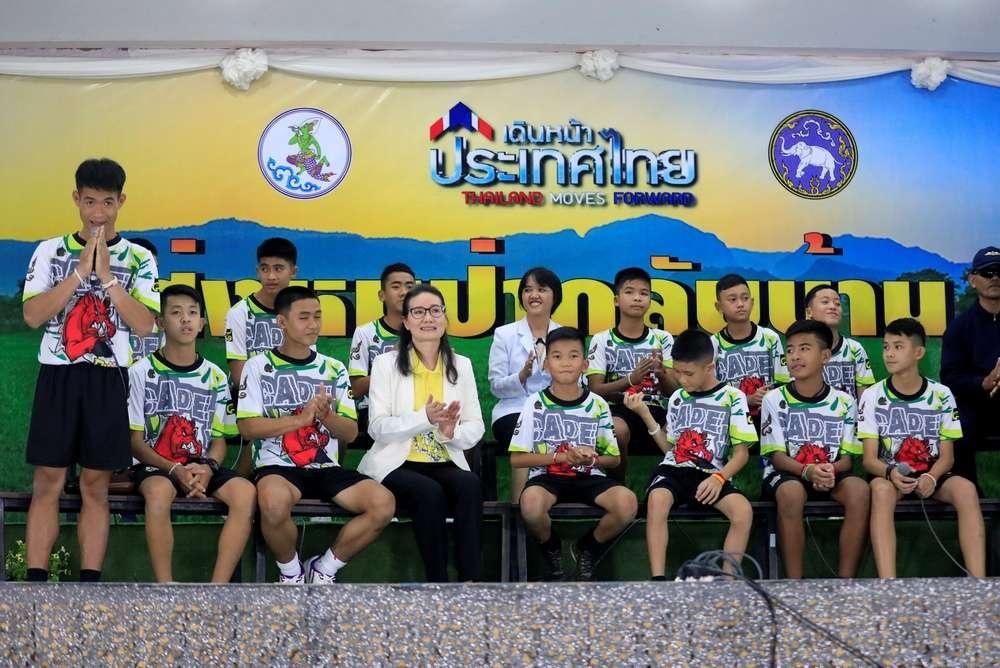 Спасённые из затопленной пещеры тайские подростки