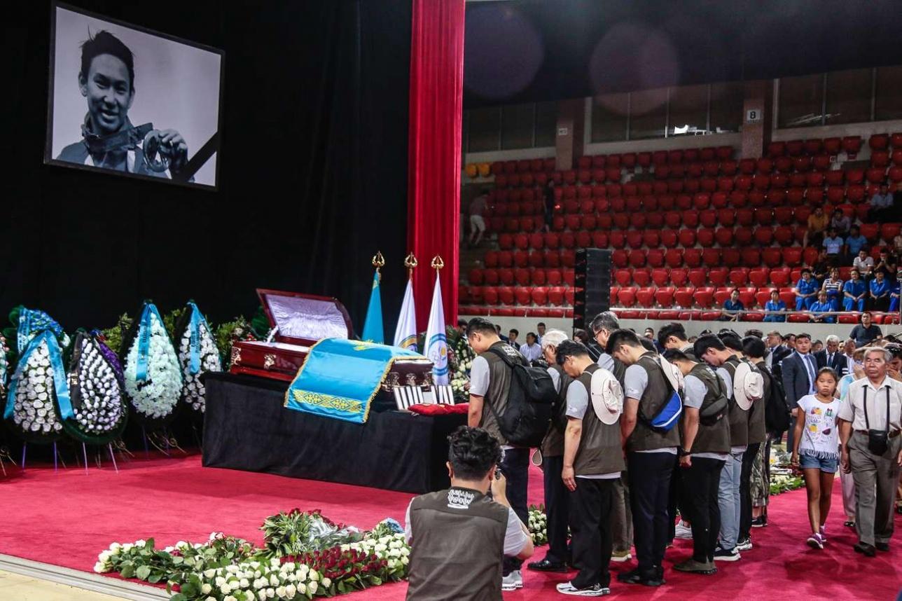 Похороны Дениса Тена