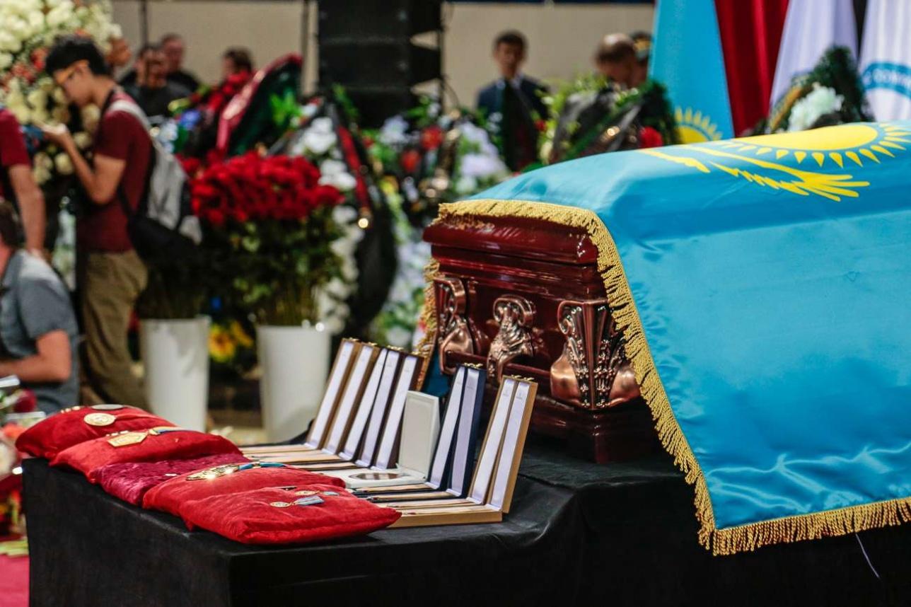 В Алматы простились с Денисом Теном