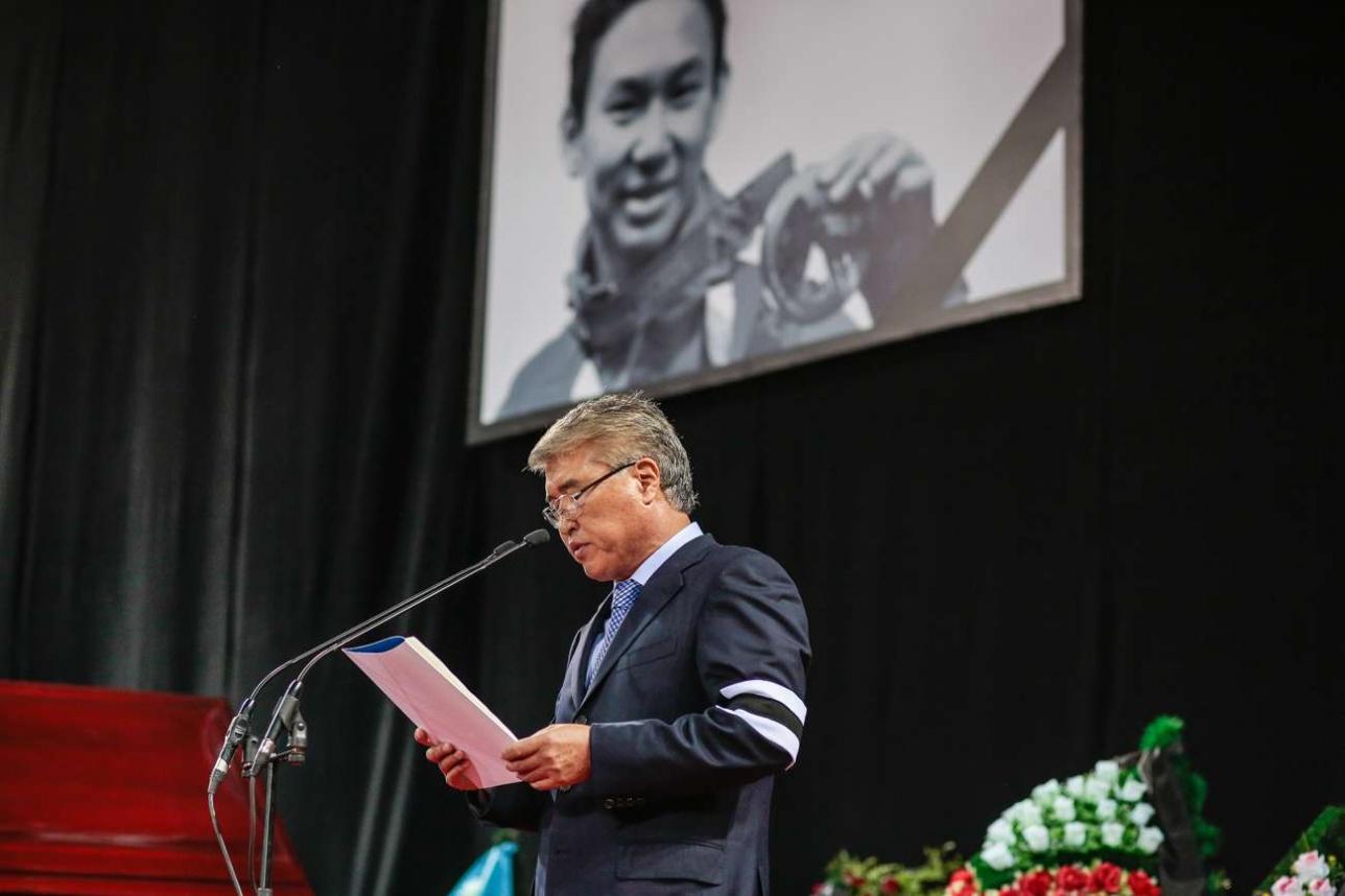 Арыстанбек Мухамедиулы передал соболезнования родителям Дениса Тена от Нурсултана Назарбаева