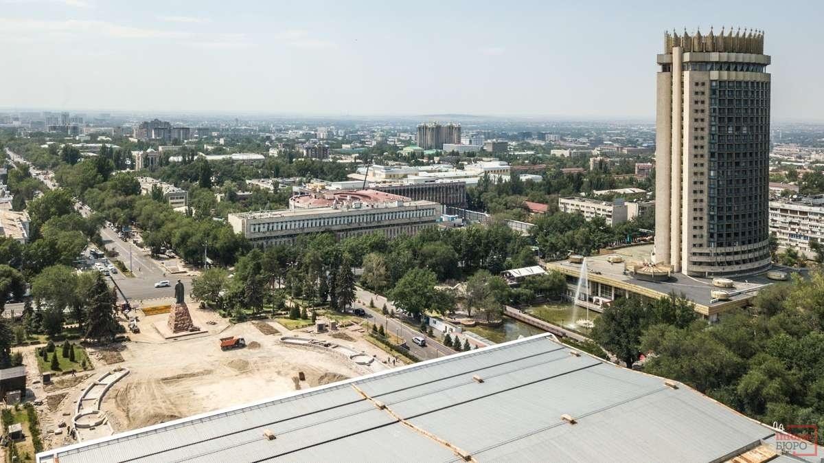 Площадь перед Дворцом Республики полностью демонтировали
