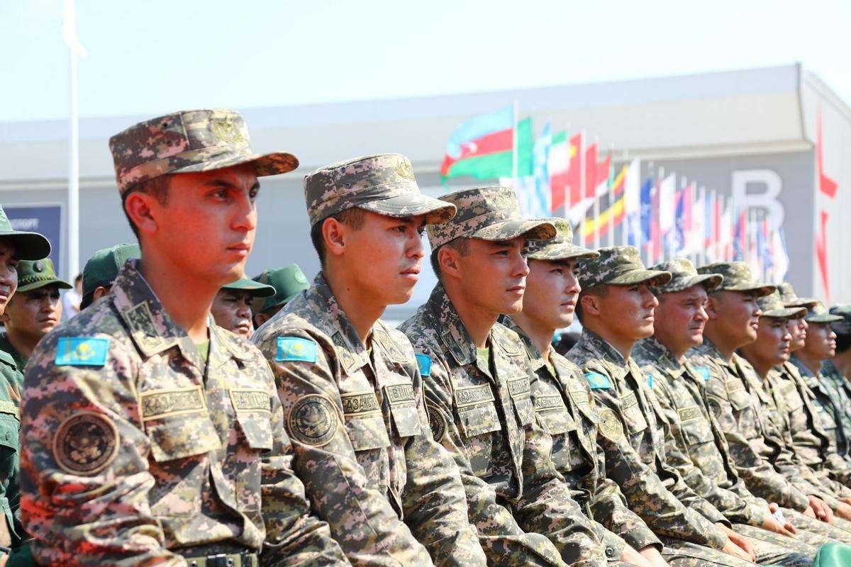 Лучшие казахстанские военных примут участие в играх