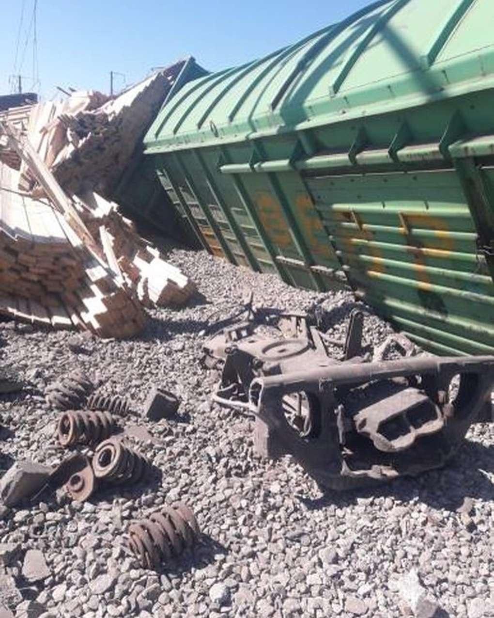Из-за аварии задержано пять пассажирских поездов