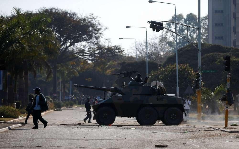 В столицу Зимбабве ввели войска