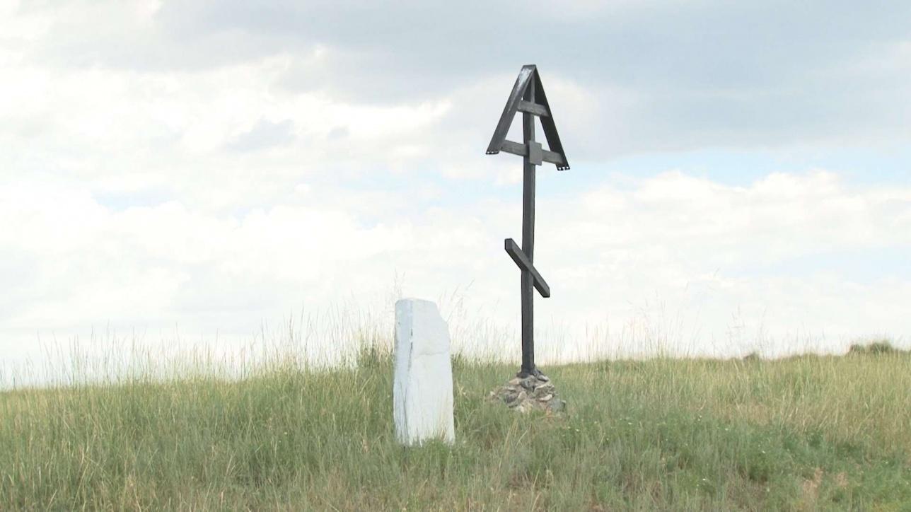 Поклонный крест на кладбище