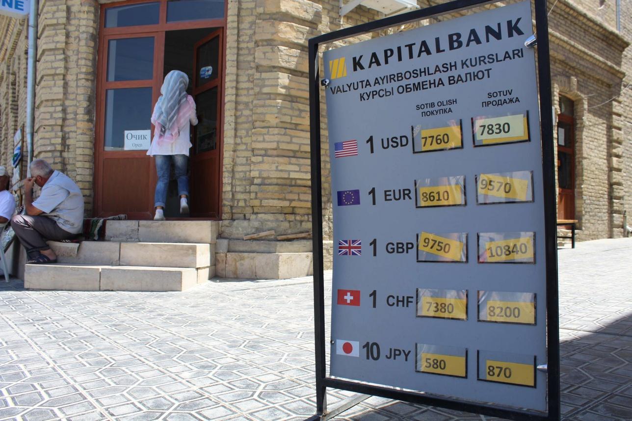 Валютаны тек банктерде ауыстырасыз. Қазақстандағыдай ақша айырбастау орталықтары жоқ