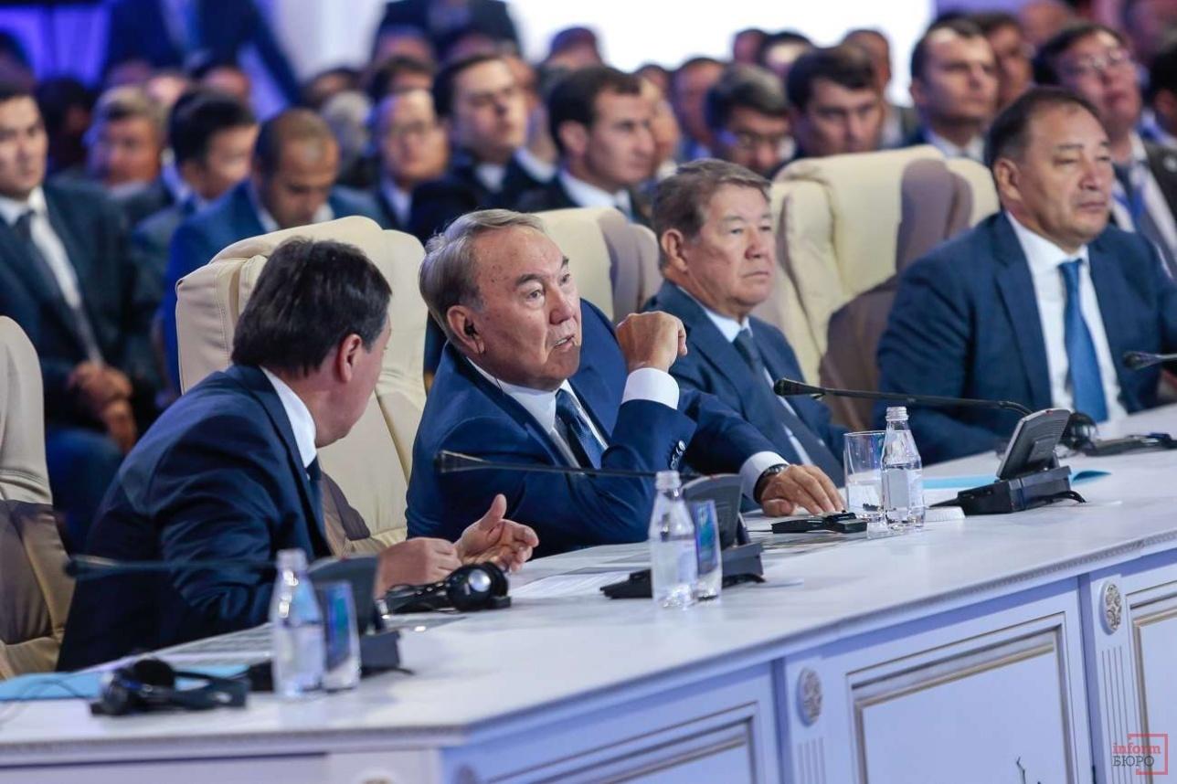 Нурсултан Назарбаев на презентации порта Курык