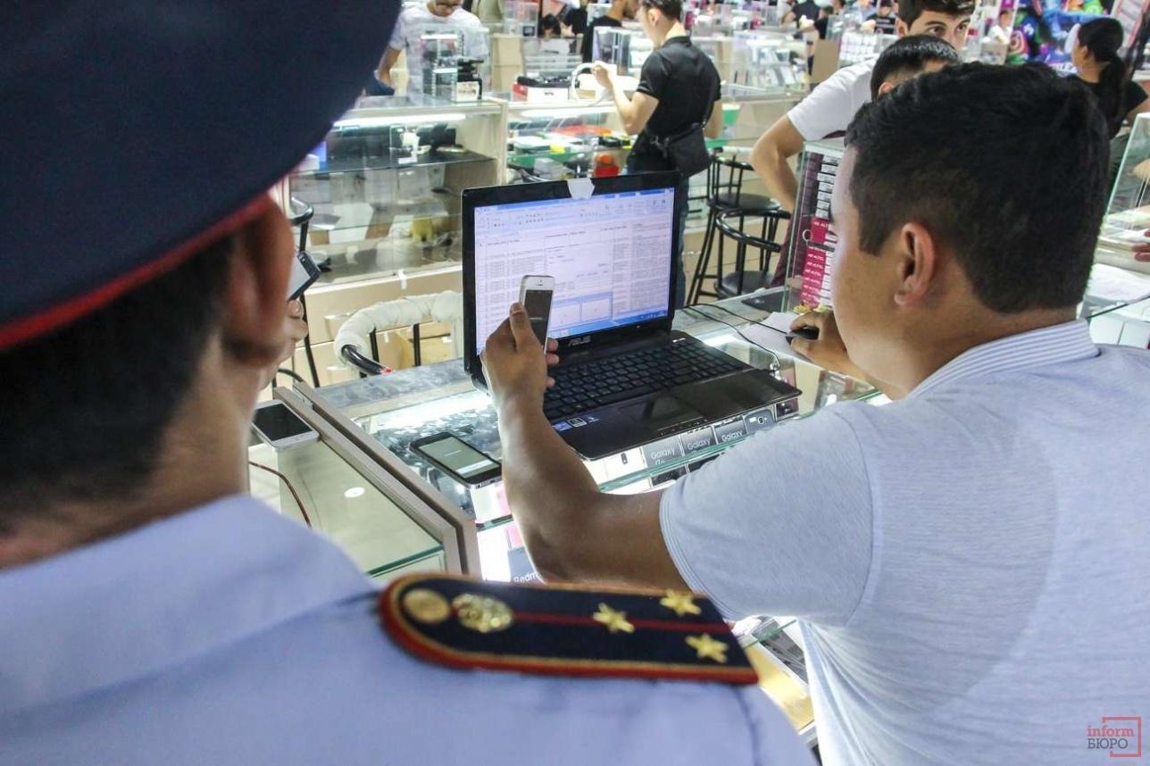 IMEI-коды каждого мобильного телефона проверяли полицейские