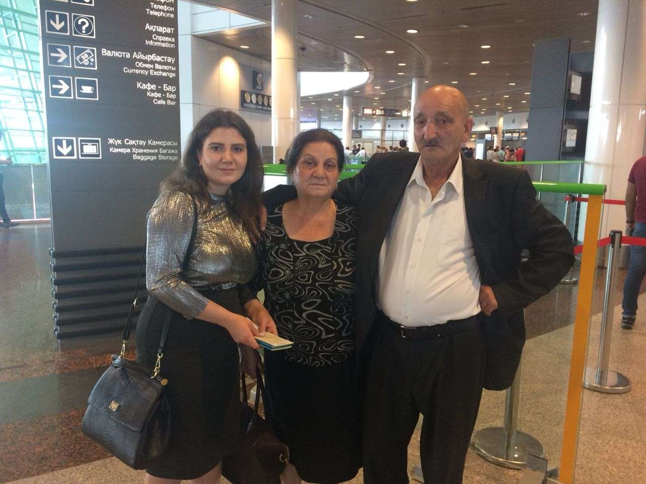 Майор Авазов с женой и дочкой