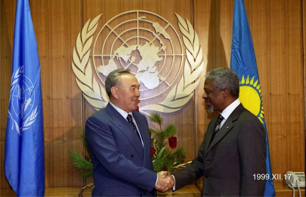 Архивный снимок Нурсултана Назарбаева и Кофи Аннана