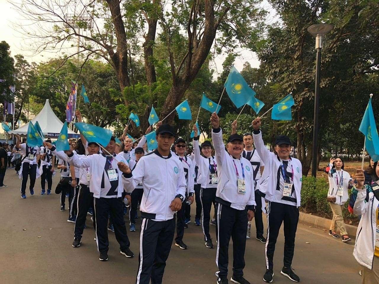 Сборная Казахстана перед церемонией открытия