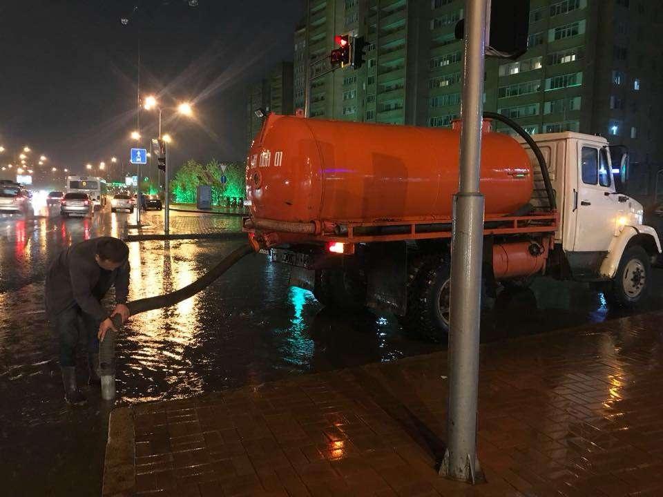 Откачкой воды в столице занимаются спецбригад