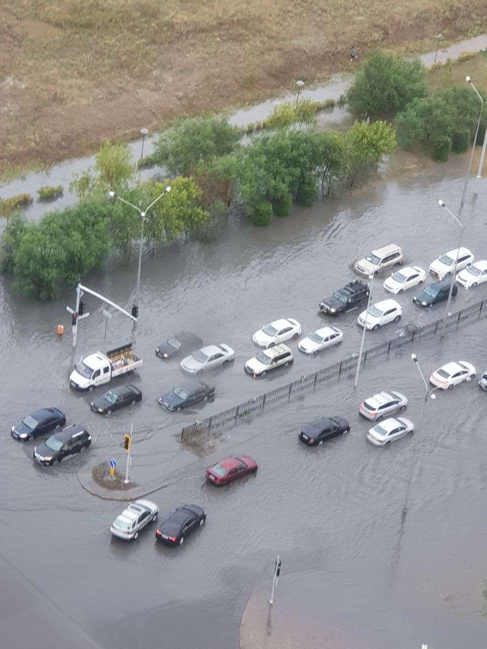 Машины глохнут на перекрёстке Тәуелсіздік - Кошкарбаева